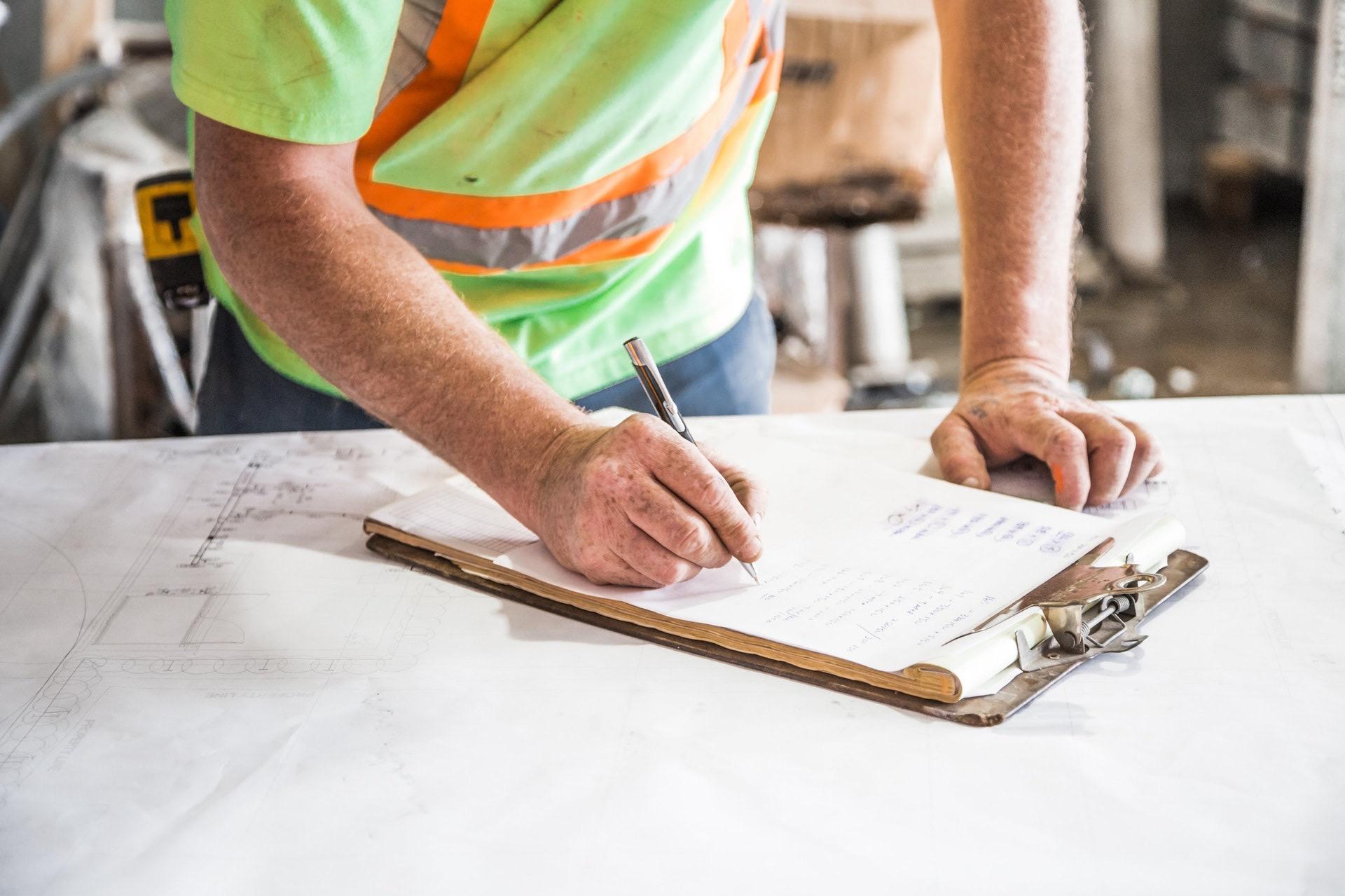 Réparation et installation de toiture avec couverture métallique et de tole